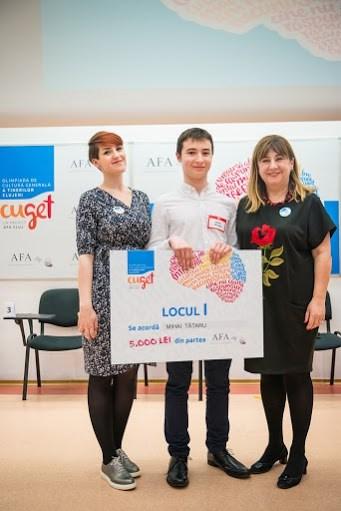 """Mihai Tătaru, elev al Colegiului Național """"George Coșbuc"""" câștigătorla categoria claselor a IX-a și a X-a"""