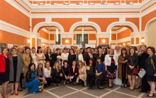Premiantele Galei Excelenței la Feminin 2016, alături de membrele AFA
